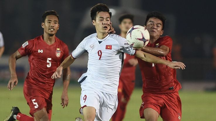 Vietnam's forward Nguyen Van Toan (C) fights for the ball with Myanmar's midfielder Ye Ko Oo.