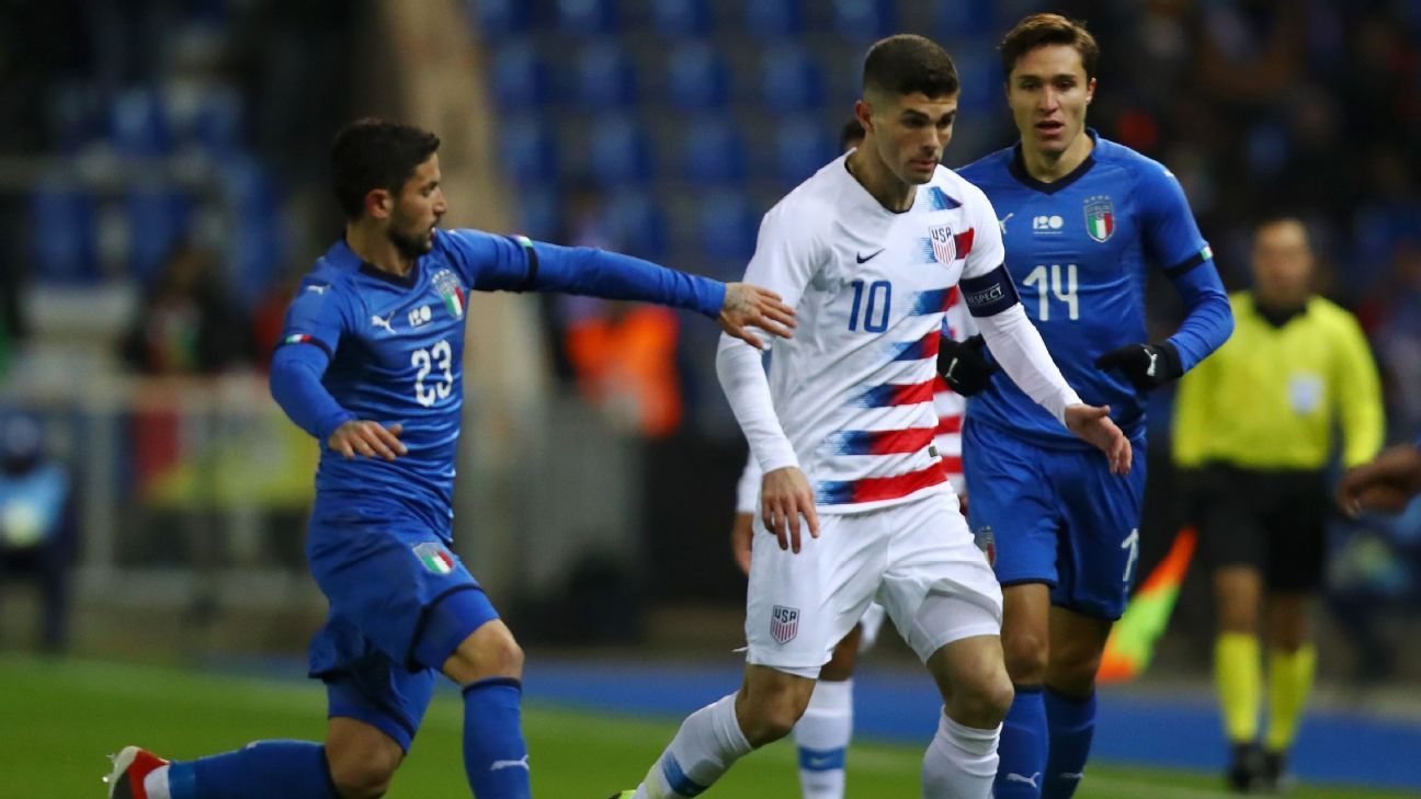 Christian Pulisic fights off Sefano Sensi and Federico Chiesa during the U.S.'s friendly match against Italy.