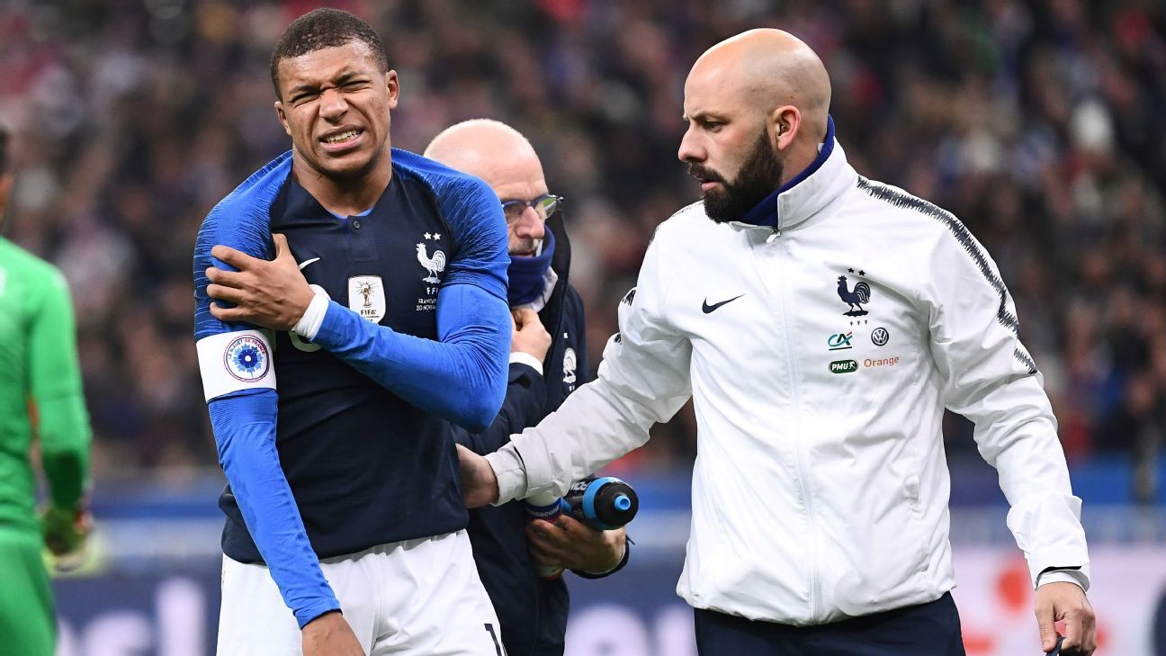 Kylian Mbappe leaves the pitch after getting injured during the friendly football match France vs. Uruguay.