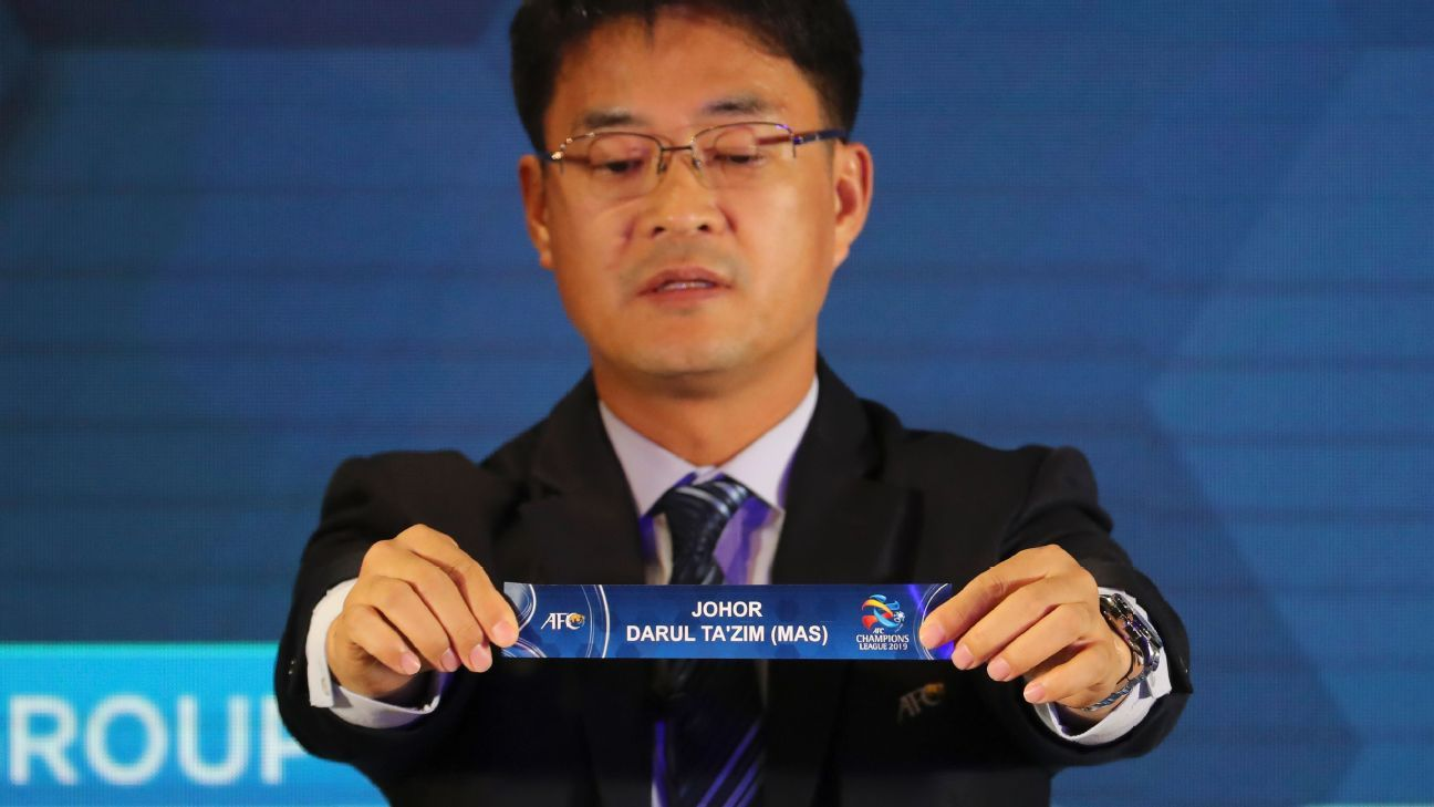 Shin Man Gil holds the name card of Johor Darul Ta'zim
