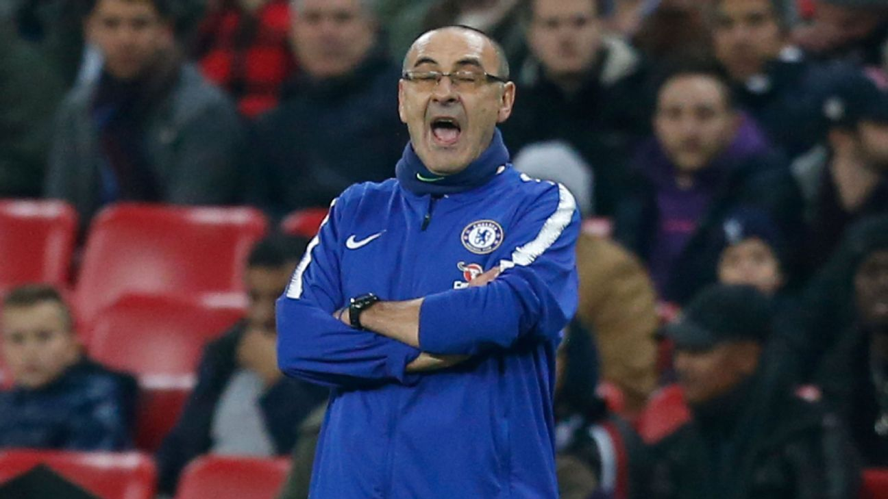Chelsea manager Maurizio Sarri gives orders to his players against Tottenham