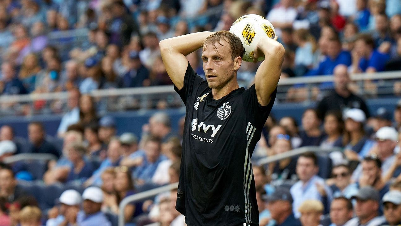 Sporting Kansas City extend Seth Sinovic's contract