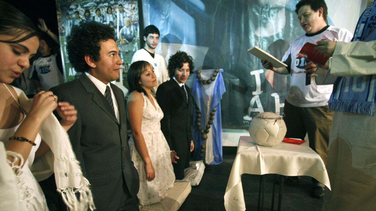 Mexican couples are married at the church.