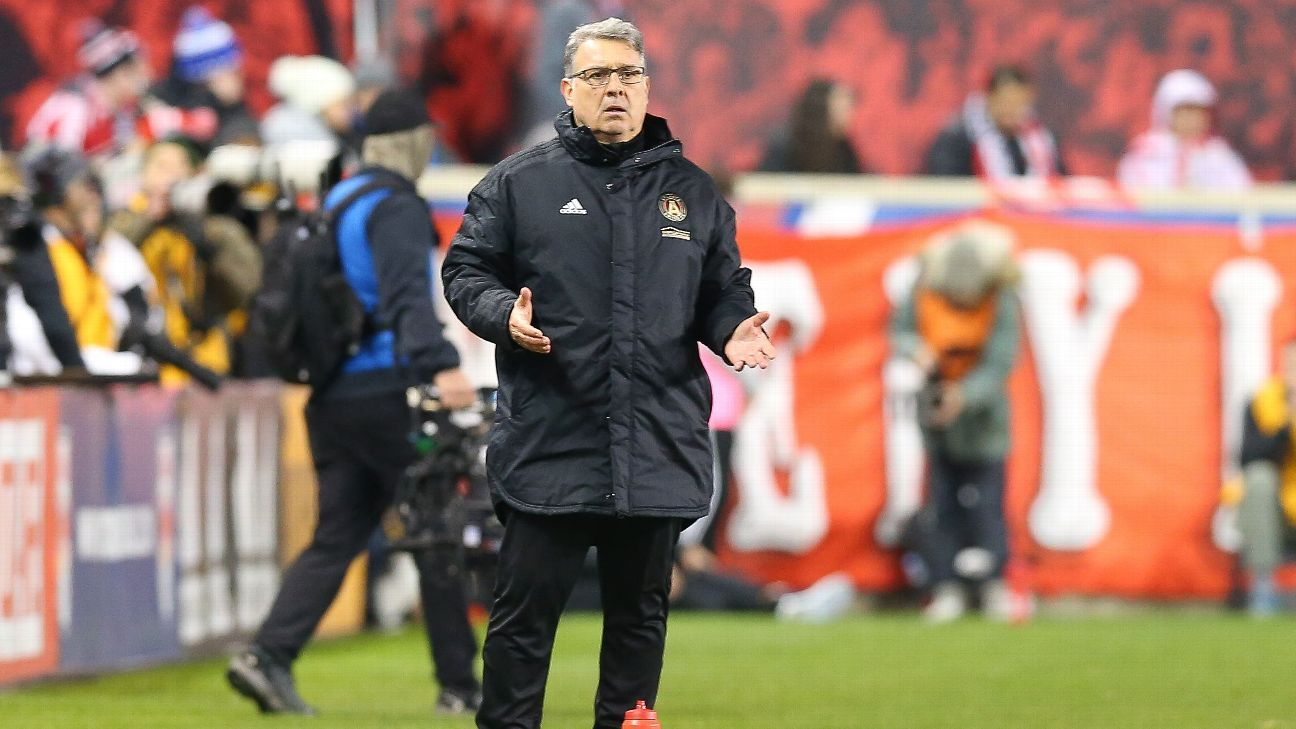 Atlanta United manager Gerardo Martino shouts instructions to his players during a match against New York Red Bulls.
