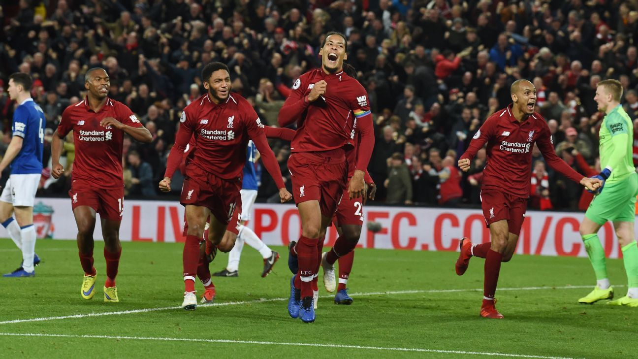 Virgil van Dijk celebrates Liverpool's late goal vs. Everton