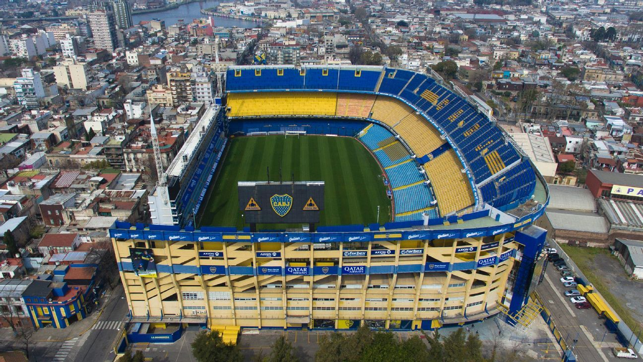 Buenos Aires stadium La Bombonera was evacuated following a bomb scare, which turned out to be a false alarm.