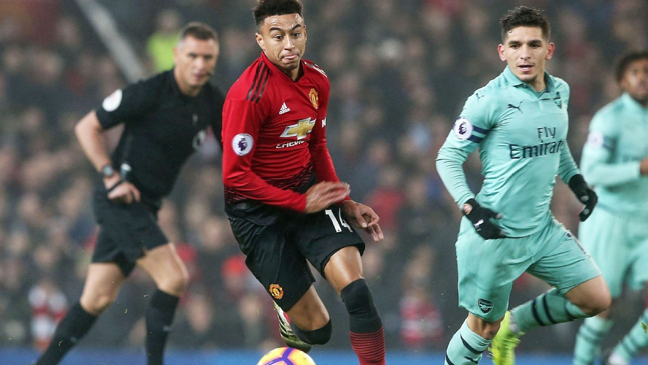 MANCHESTER, ENGLAND - DECEMBER 05:  Jesse Lingard of Manchester United in action during the Premier League match between Manchester United and Arsenal FC at Old Trafford on December 5, 2018 in Manchester, United Kingdom.