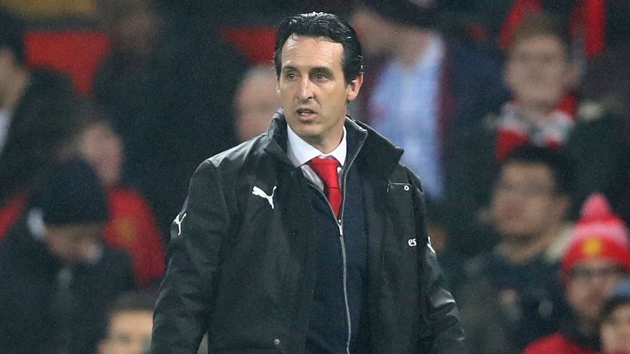 Arsenal manager Unai Emery stands on the touchline during the 2-2 draw with Manchester United