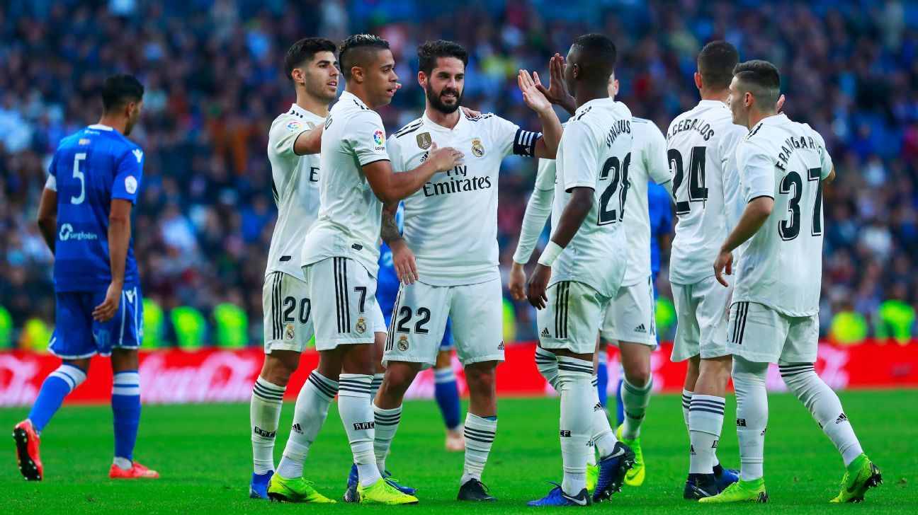 Real Madrid players celebrate after scoring a goal against Melilla in the Copa del Rey.