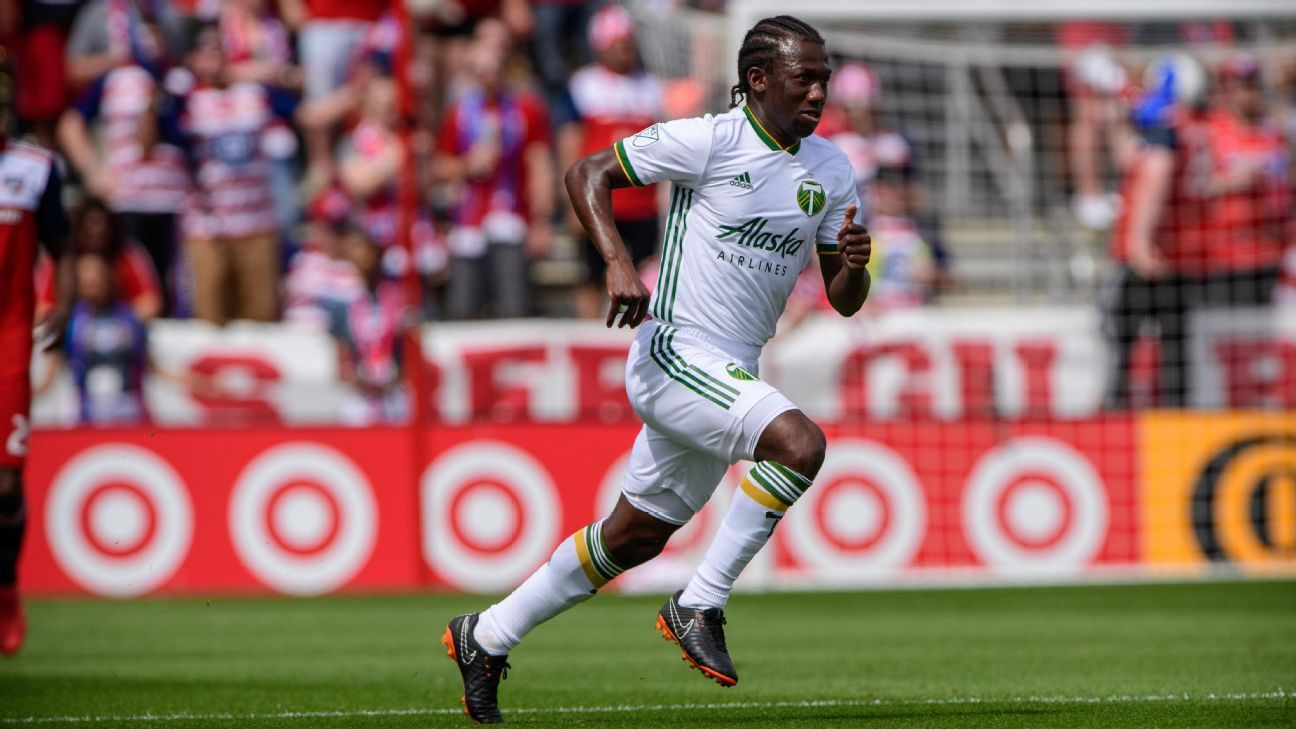 Diego Chara dribbles the ball during the Portland Timbers' MLS match against FC Dallas.