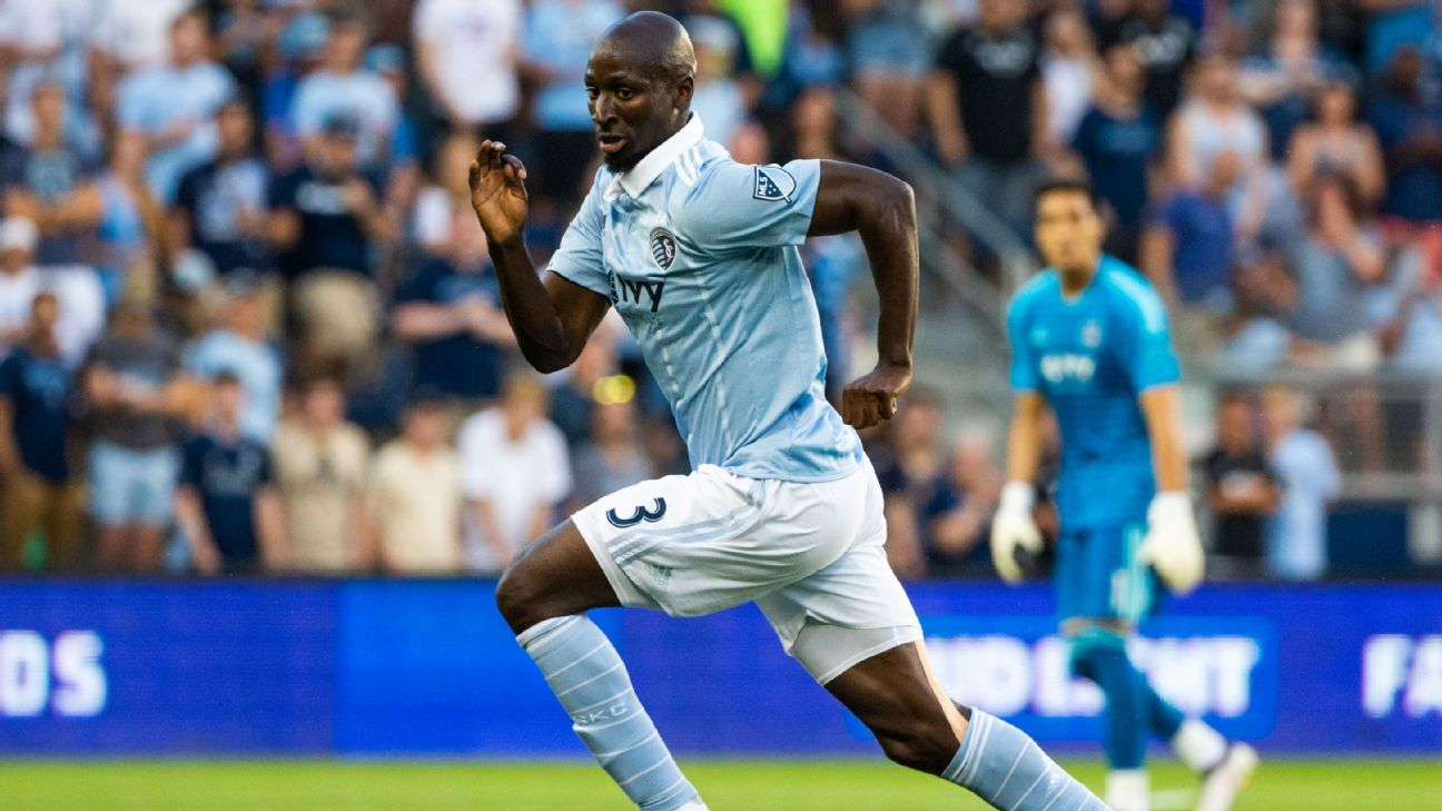 Ike Opara dribbles the ball during Sporting Kansas City's MLS match against FC Dallas.