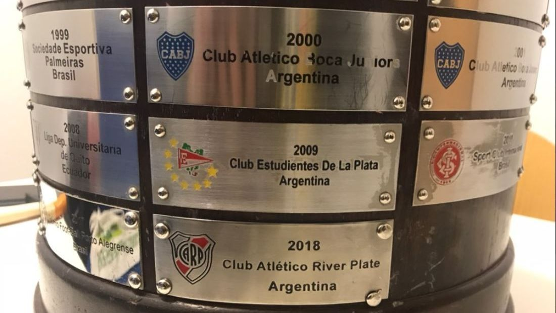 A photo of River Plate's name being added to the Copa Libertadores trophy revealed a typo made nine years ago