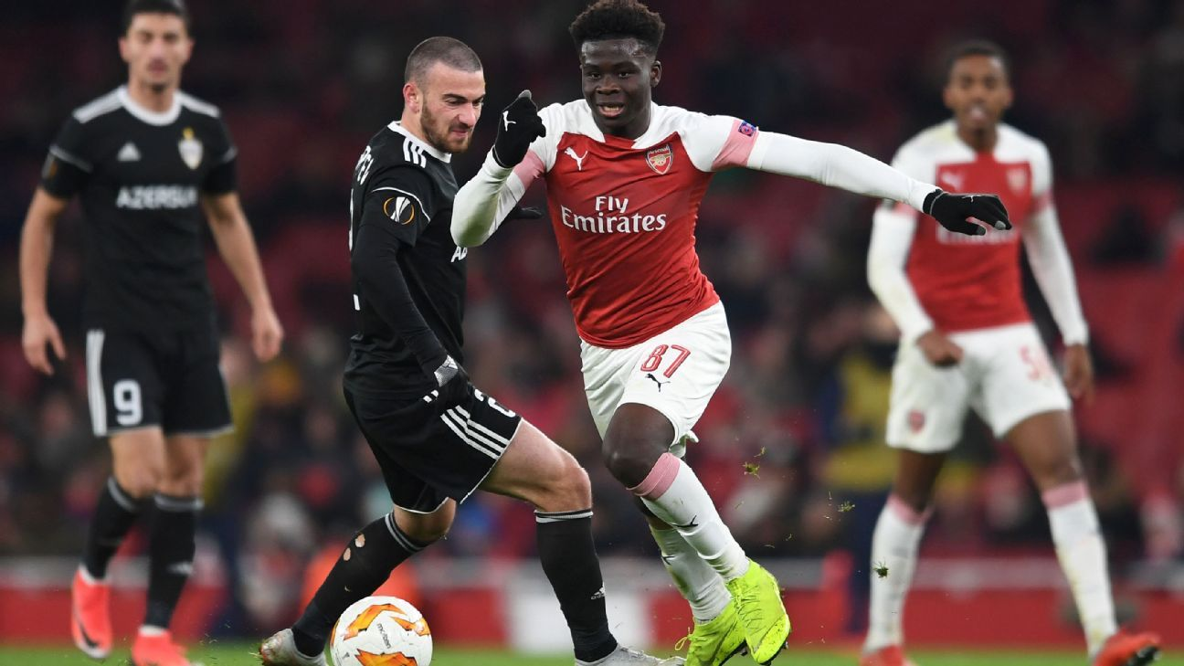 Bukayo Saka of Arsenal takes on Gara Gareyev of Qarabag during a UEFA Europa League match.