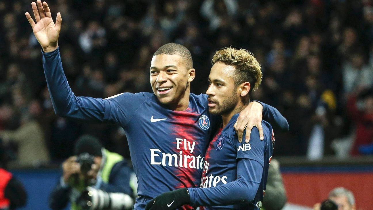 PARIS, FRANCE - NOVEMBER 2: Neymar Jr of PSG celebrates his goal with Kylian Mbappe during the french Ligue 1 match between Paris Saint-Germain (PSG) and Lille OSC (LOSC) at Parc des Princes stadium on November 2, 2018 in Paris, France.