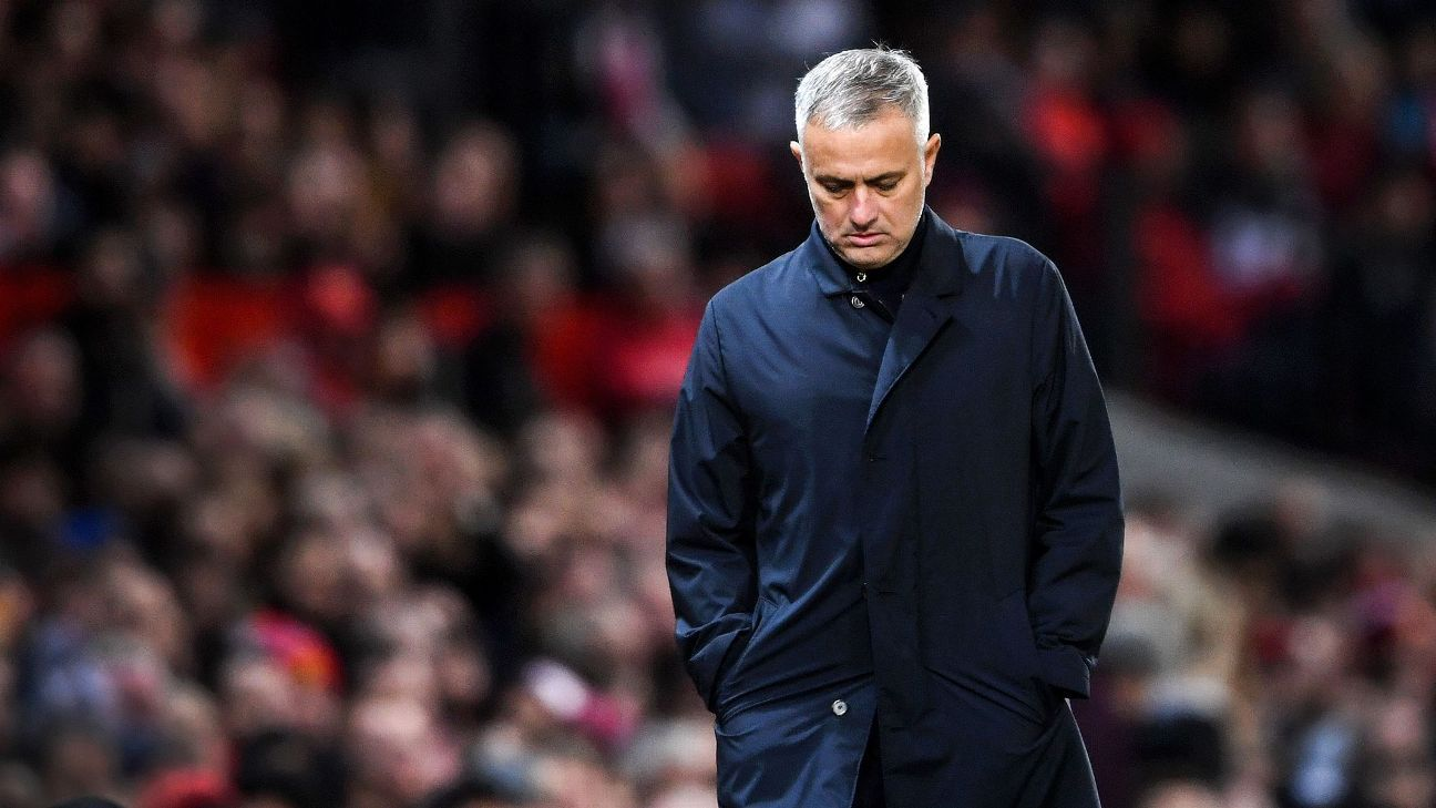 MANCHESTER, ENGLAND - OCTOBER 06:  Jose Mourinho, Manager of Manchester United looks dejected during the Premier League match between Manchester United and Newcastle United at Old Trafford on October 6, 2018 in Manchester, United Kingdom.