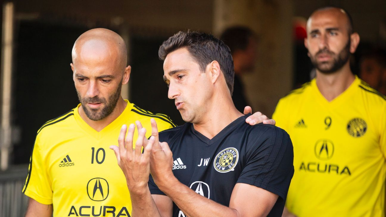Josh Wolff speaks with Federico Higuain during his time as a Columbus Crew assistant during the 2018 season.