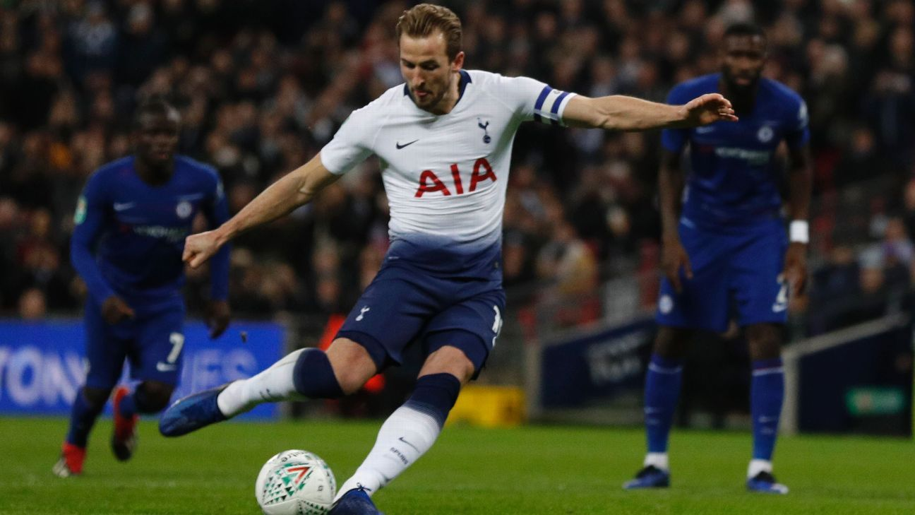 Harry Kane converts a penalty in Tottenham's Carabao Cup win over Chelsea.