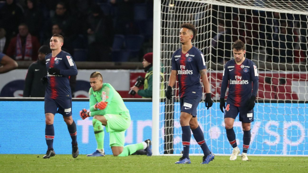 Paris Saint-Germain players react during their Coupe de la Ligue loss to Guingamp.