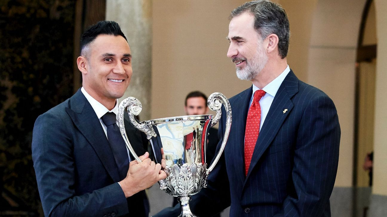 Real Madrid goalkeeper Keylor Navas recieves the National Sports Award 2017 from King Felipe VI of Spain