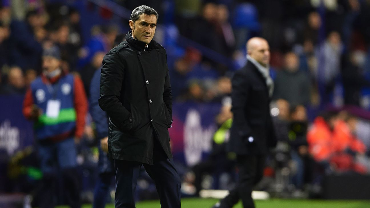 Barcelona manager Ernesto Valverde watches on during the Copa del Rey clash with Levante