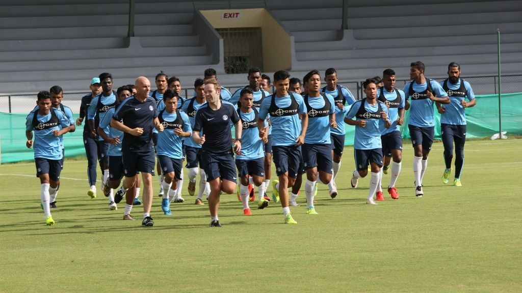 Danny Deigan (Next to Stephen Constantine) leads the Indian players on a run during a practice session in 2016.
