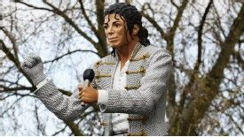 Fulham have unveiled their statue of Michael Jackson outside Craven Cottage