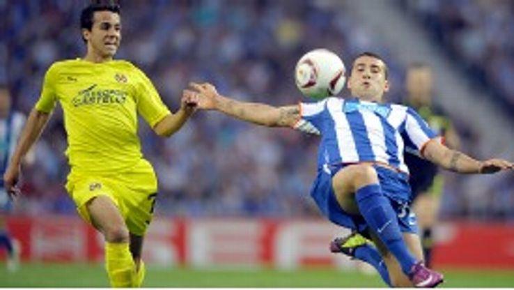 Nilmar battles with Nicolas Otamendi