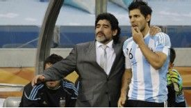 Diego Maradona believes Sergio Aguero's Atletico connections should not prevent him playing for Real Madrid
