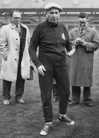 Bela Guttmann complained about the pitch pre-match