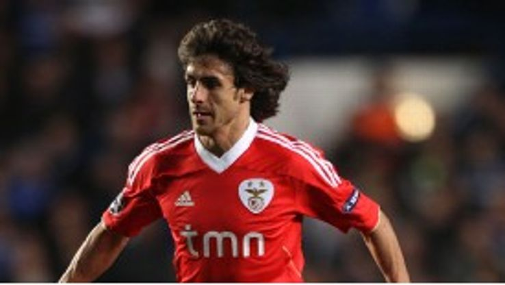 Pablo Aimar remains a key player for Benfica.
