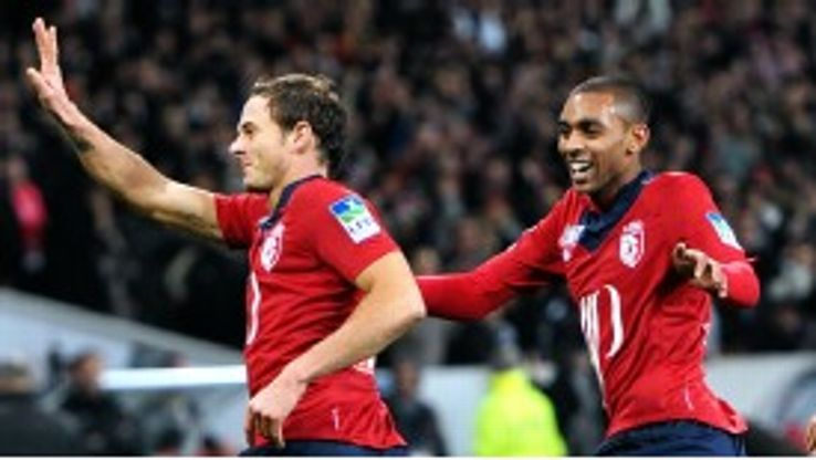 Lille's French forward Nolan Roux (L) celebrates after scoring against Toulouse