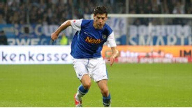 Leon Goretzka in action for Bochum