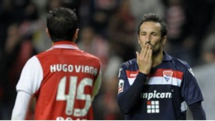 Hugo Viana taunts Cesar Peixoto after his late goal against Gil Vicente