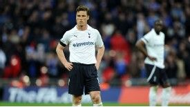 Tottenham boss Andre Villas-Boas says he is not looking to sell Scott Parker or Brad Friedel in January.
