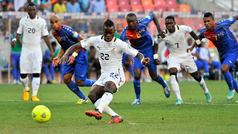Mubarak Wakaso scores a penalty