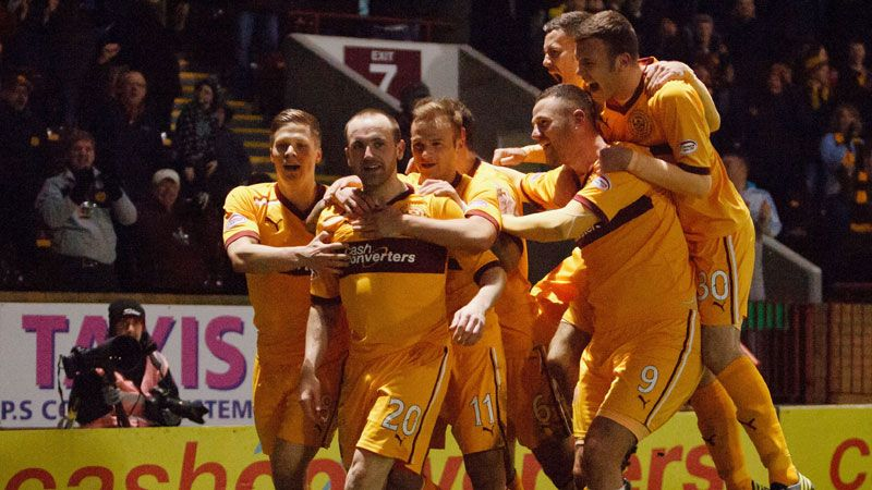 James McFadden is mobbed by his team-mates after his goal against Hibs