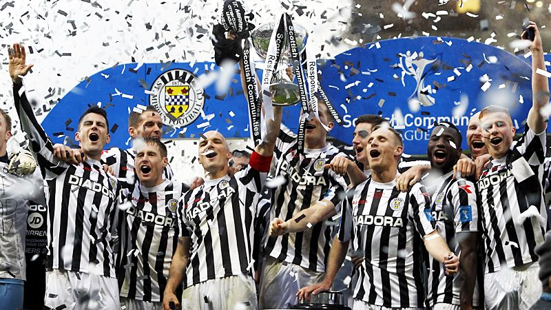 St Mirren celebrate with the League Cup after beating Hearts 3-2