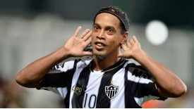 Atletico Mineiro's Ronaldinho celebrates scoring against Argentina's Arsenal