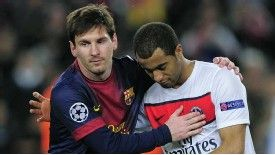 Lionel Messi consoles Lucas Moura after Barcelona's victory on away goals