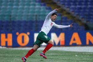 Aleksandar Tonev would prefer a move to Scotland over Italy