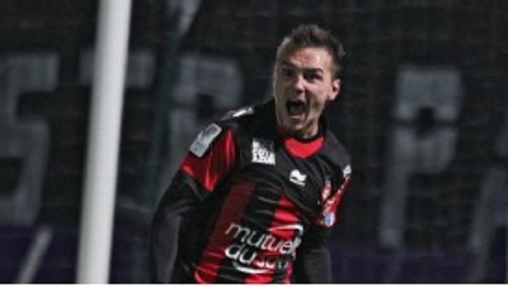 Eric Bautheac would like to play in Nice's new stadium rather than move abroad