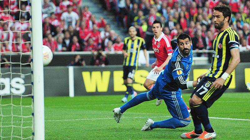 Nicolas Gaitan beats goalkeeper Volkan Demirel to give Benfica the lead over Fenerbahce