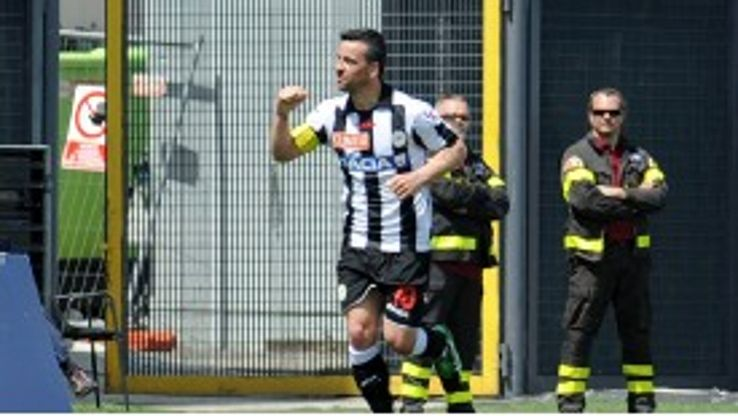 Antonio Di Natale celebrates after scoring for Udinese against Sampdoria