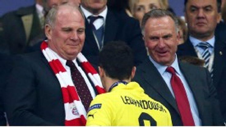 Bayern's Uli Hoeness and Karl-Heinz Rummenigge greet Robert Lewandowski after the Champions League final
