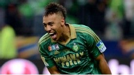 Pierre-Emerick Aubameyang  celebrates winning the Coupe de la Ligue