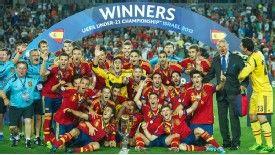 La Rojita celebrate their Under-21 Championship win in Israel