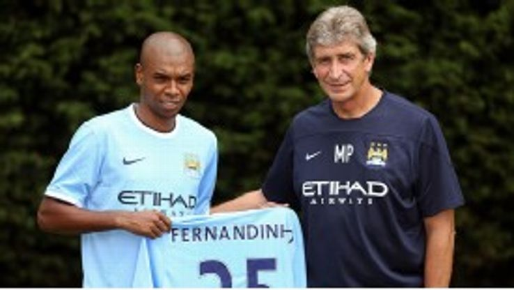 Manuel Pellegrini welcomes Fernandinho to Manchester City.