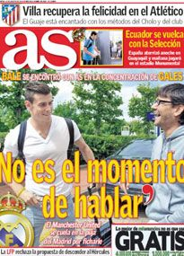 Gareth Bale is propositioned by a journalist from Spanish newspaper AS.