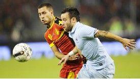 Eden Hazard vies with France's Mathieu Valbuena