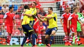 Emanuele Giaccherini opened the scoring for Sunderland with his head.